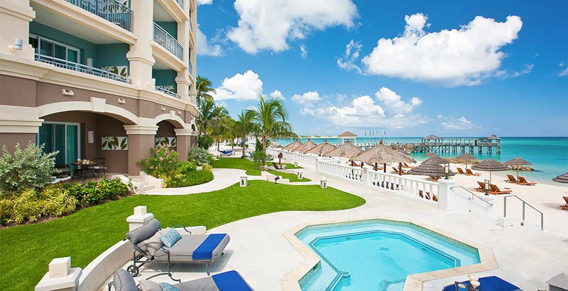 Walkout Beachfront Suite and Room Royal Bahamian